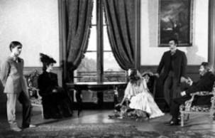 O escândalo familiar de um dos quadros analisados no filme